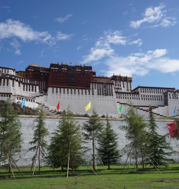 Potala Palace picture in Lhasa Kailash Tour